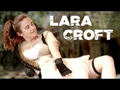 LARA CROFT CHEZ LE PSY