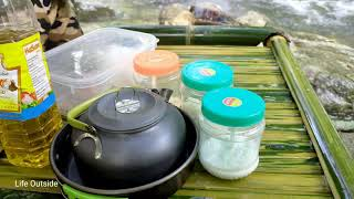Solo Bushcraft Camping fishing and cooking bathing in streams survival in the forest