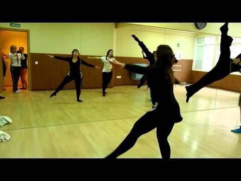 Halo clase Jazz lírico iniciación. Escuela Dancing Dreams