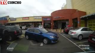 una mujer para la que estacionar es misión imposible