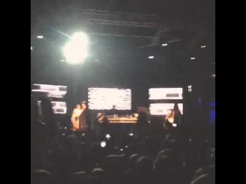 Azealia Banks - 212 (Live @ at Listen Out, Perth)