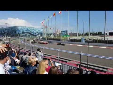 Видео: Столкновение Квята и Сайнса в Сильверстоуне - все