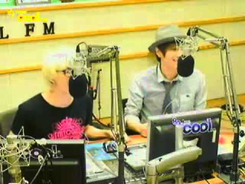 "110905 KTR EunTeuk sing ""날 떠나지마"""