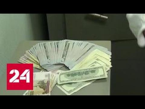 Мужчина пытался пронести через таможню 30 тысяч долларов в женских колготках