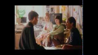 Эпизод из фильма 'Страна глухих' с субтитрами, актеры используют жестовый язык