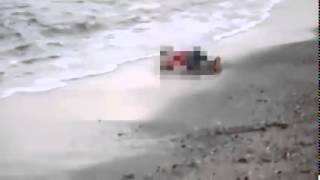 شاهد : لحظة العثور على جثة الطفل السوري وانتشالها من شاطىء منطقة بودروم التركية