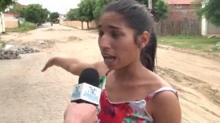 Moradores reclamam das crateras no calçamento da travesa Maria Gomes em Flores