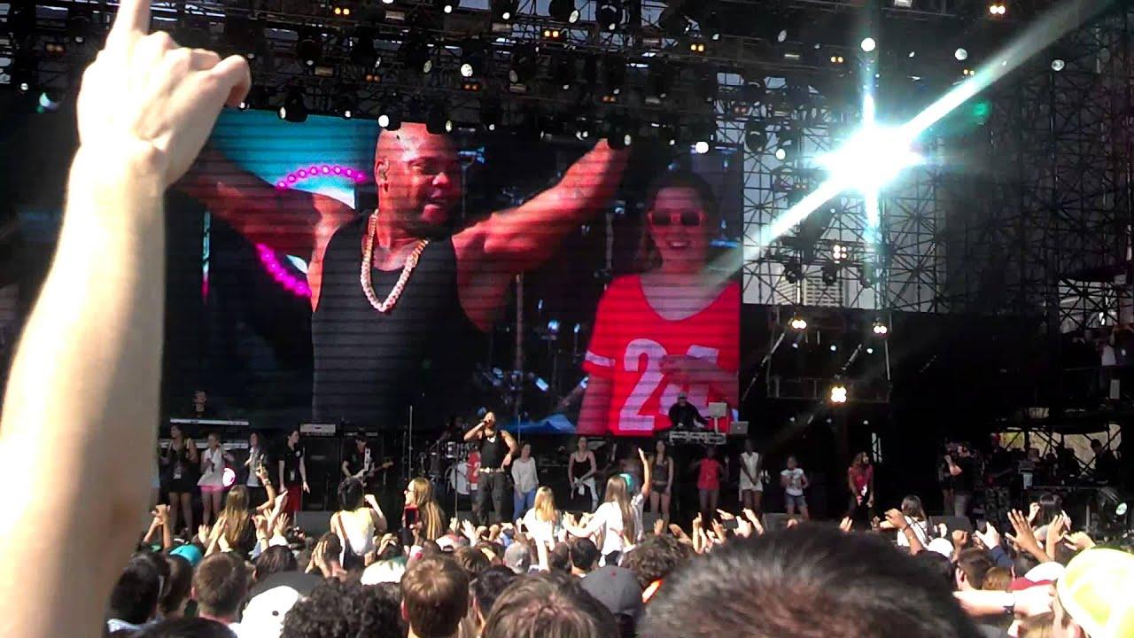 Flo Rida - Apple Bottom Jeans (ladies on stage) - Live Atlanta ...