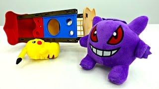 Игробой Глеб играет с Покемонами. Видео для детей