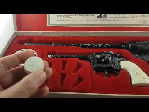 BCM  Outlaw Guns Buntline Special and Outlaw Kid  toy cap guns in original presentation case