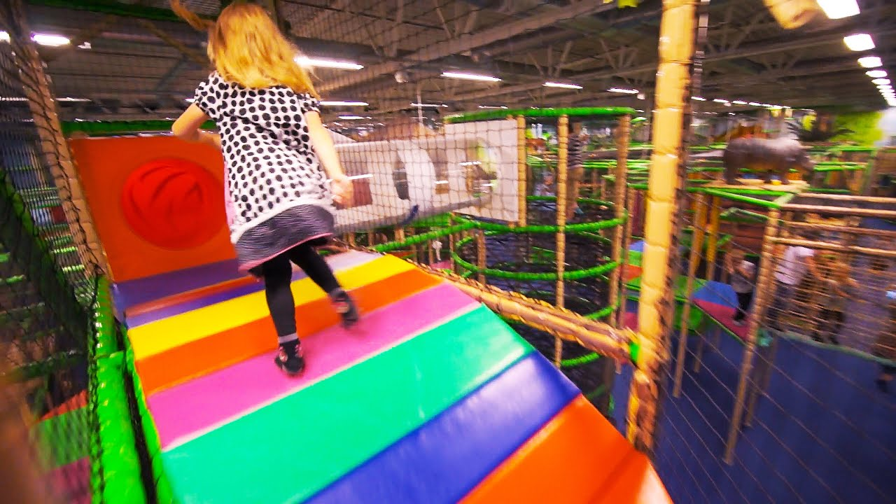 Indoor playground fun at leo 39 s lekland j nk ping family for Best indoor playground for toddlers