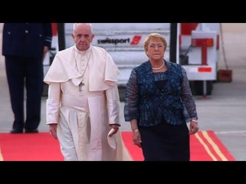 El papa Francisco llega a Santiago para visita a Chile y Perú