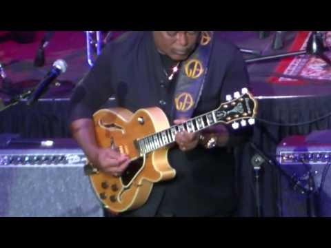 George Benson at The Venue, Horeshoe Casino, Hammond, IN, Sat Sep 3 2016 part 1