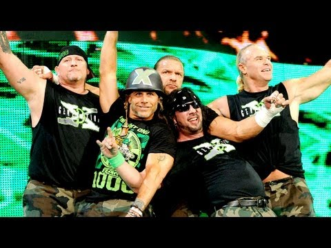 Shawn Michaels hits Damien Sandow with Sweet Chin Music: Raw, July 23, 2012