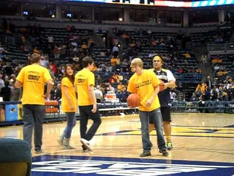 Marquette Golden Eagles Student and Fanatic wins halftime LIGHTNING contest/competition