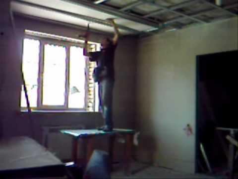 видео: Крепление гипсокартона на потолок в одиночку.