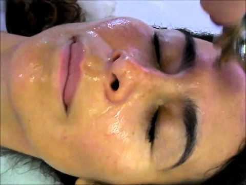 A natural oxygen facial step by step - powered by Exar Milano (Italy)