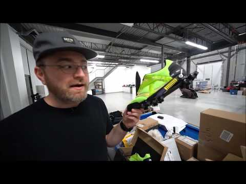 enko-running-shoes-reviewed-by-lewis-hilsenteger---unboxtherapy-!