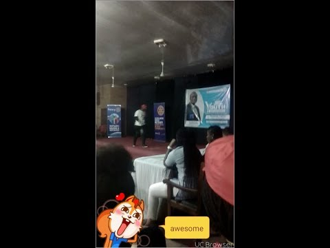 16 years old Nigerian rapper Evbuomwan favour thrills crowd with his rap skills
