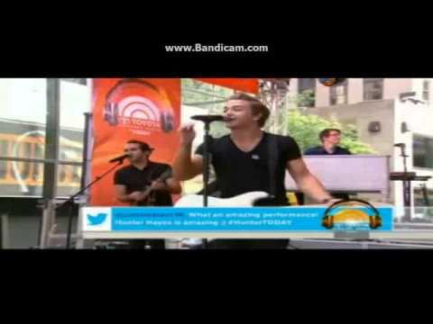 Hunter Hayes Performs