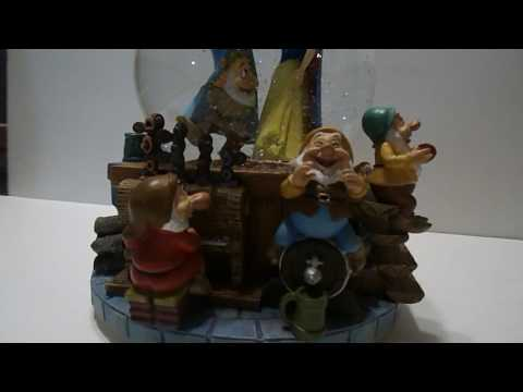 Disney Snow White & Swarfs Musical Snow Globe