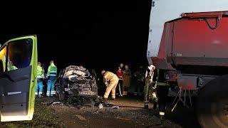 Zuidlaarderveen - Automobilist bekneld na aanrijding met tractor en aanhanger