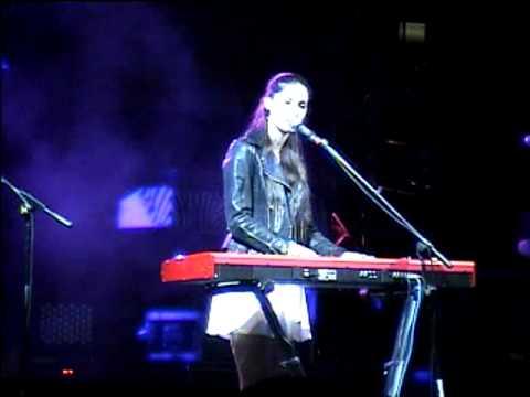 Francisca Valenzuela - Los Poderosos (En vivo 2010)