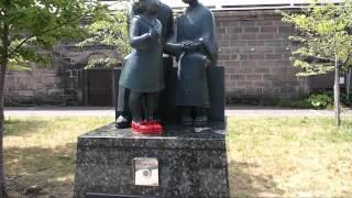 小樽運河公園にある 赤い靴 親子の銅像から流れるメロディー.