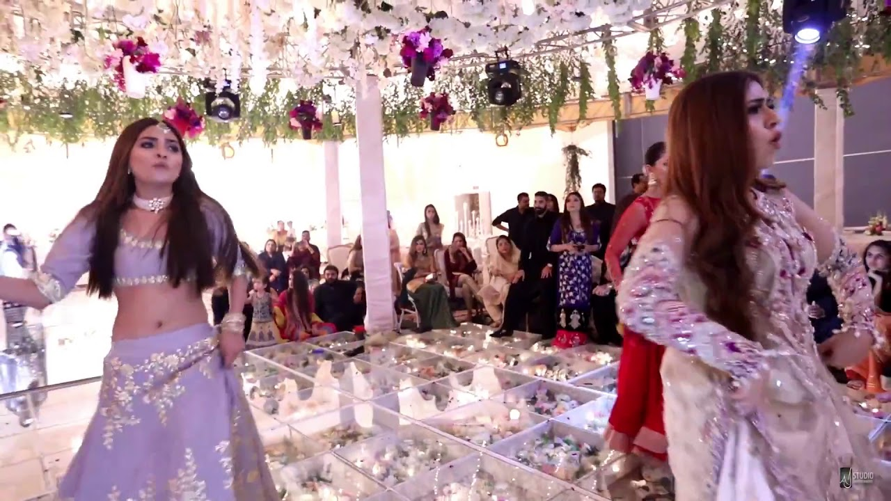 2 Aankh Marey Sara Ali Salon Spa Choreographed By Haroon Raj Youtube
