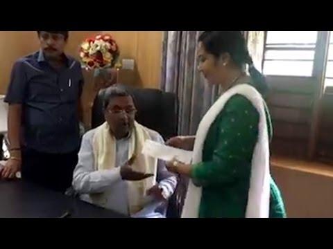 Tara Anuradha donation to CM drought relief Fund