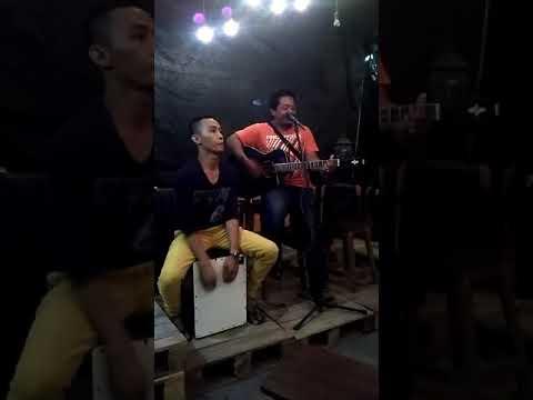 Arya Bayek Di Lampu Kota Cafe Surabaya 1
