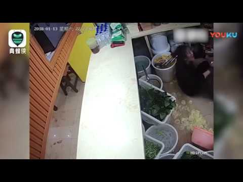 """26-year-old woman restaurant owner in China beaten up over """"slow service"""""""