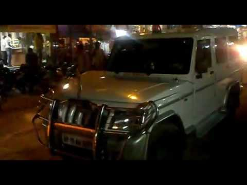 The R.D.O Peddapalli, Dist: Karimnagar-(A.P) parked his official vehicle middle of the road?