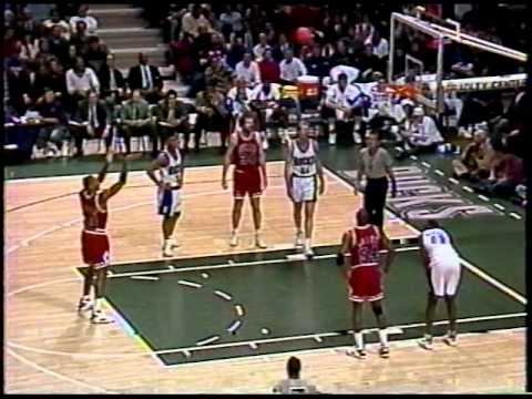 2408ff0f1e73 Scottie Pippen Highlights vs. Bucks