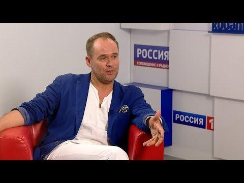 Вести. Интервью: заслуженный артист России Максим Аверин