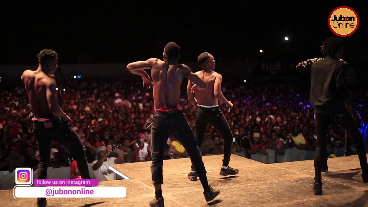 Live: Rich Mavoko Alivyoimba Verse za Diamond Platinumz Fiesta...