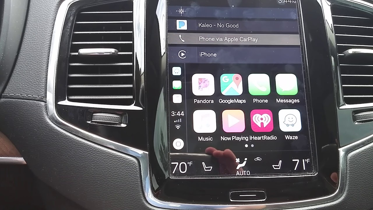 Waze now available on CarPlay! Waze & Google Maps in Volvo XC90 via CarPlay