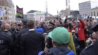 Демонстранты и политики в день объединения Германии. Дрезден 03.10.2016.