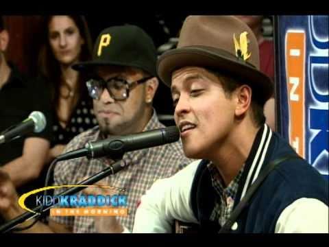 Bruno Mars - Nothin' On You Remix Live