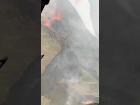 El avance de la lava en La Palma, vista desde un helicóptero del Ejército del Aire