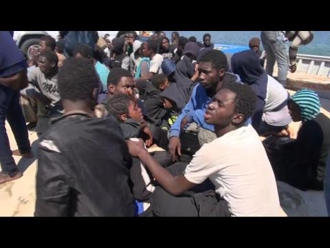 أخبار خاصة - إنقاذ مئات #اللاجئين قبالة السواحل الليبية  - 18:21-2017 / 5 / 28