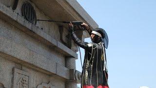 2015年4月29日、仙台城跡の清掃活動「伊達政宗公騎馬像・煤払いの儀」に...
