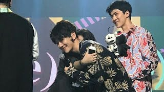 Video Lucky Fans Dipeluk Baekhyun EXO Di Music Bank Jakarta download MP3, 3GP, MP4, WEBM, AVI, FLV Desember 2017