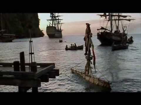 Yacht Sinkt Im Hafen Doovi