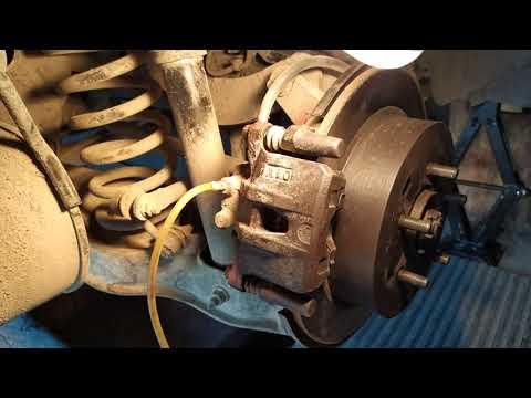 Как правильно заменить жидкость тормозной системы Mitsubishi Outlander XL