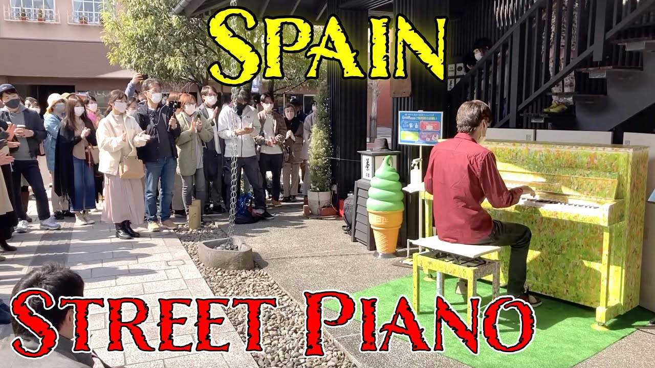 """I Played """"Spain"""" by Chick Corea on a street piano in Japan and the crowd loved it!"""