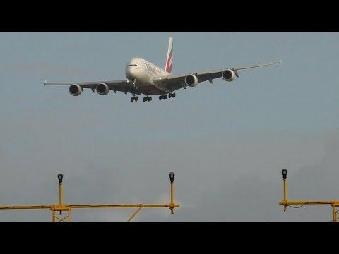 Crosswind Landing Emirates 2017 Impressive!