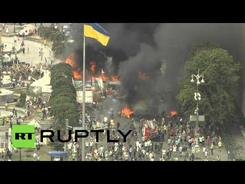 RAW: Barricades burning in Kiev as Maidan Square clean up underway
