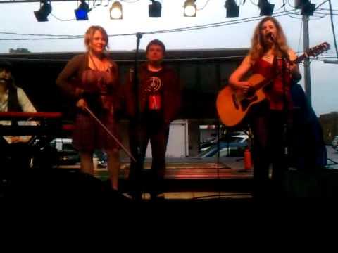 Dar Williams performs 'Iowa' in Iowa @ 80/35