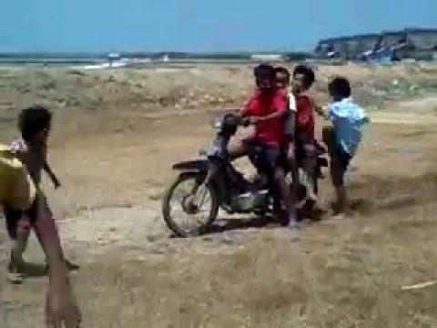 Lucu Anak Kecil Jatuh Naik Motor